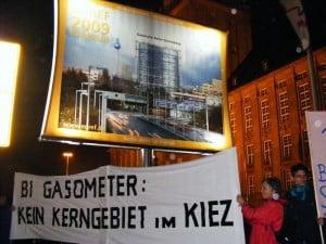 Bi-Gasometer unter dem EUREF Megaposter