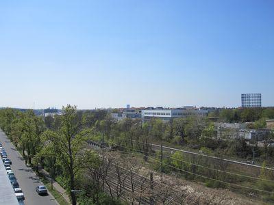 Der Nord-Süd-Grünzug verläuft entlang der Bahntrasse.