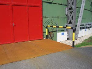 2010-11-29-Rote-Tür-300x225