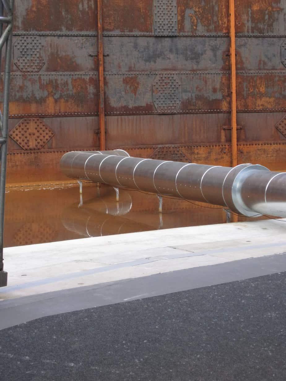Lüfungsrohr durch die Wand des Wasserbehälters; Foto: www.bi-gasometer.de