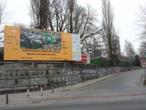 Torgauer Straße mit Werbung