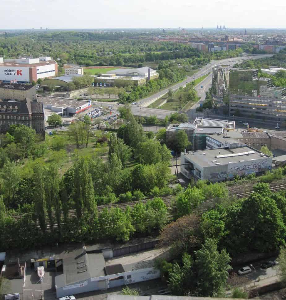 Blick Richtung Süden vom Gasometer zur Autobahnausfahrt Sachsendamm