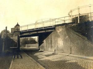 Torgauer Straße mit Eisenbahnbrücke der westlichen Ringbahn-Spitzkehre, 1912 (Museen Tempelhof-Schöneberg von Berlin / Archiv)